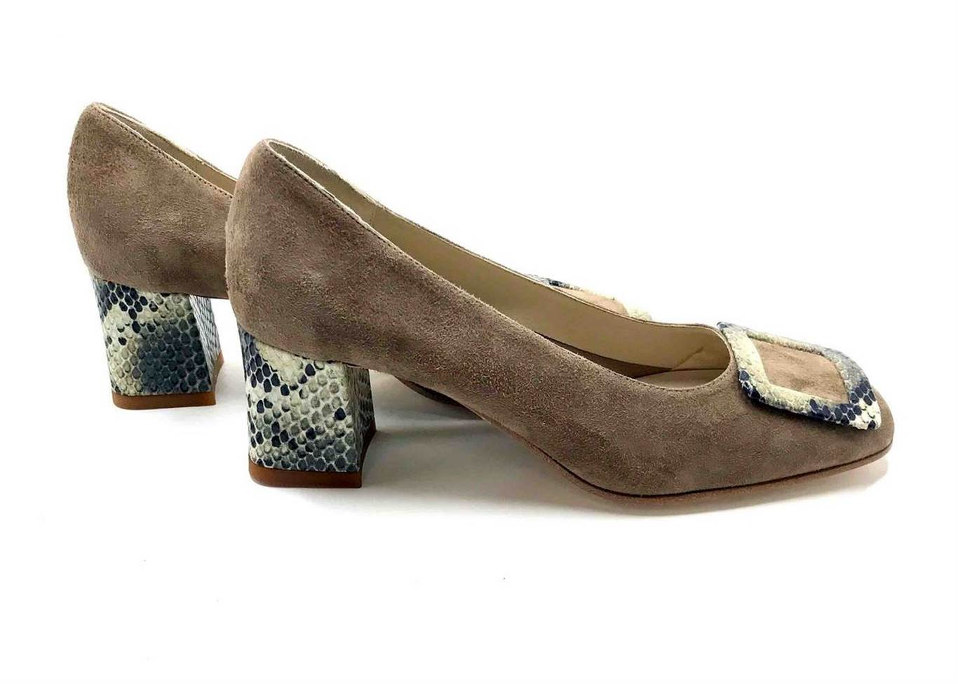 Décolleté Heel 5cm upper in Nature suede, heel and buckle in printed Whit-ish phyton